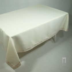 STAIN-RESISTANT CREAM TABLECLOTH – RECTANGLE